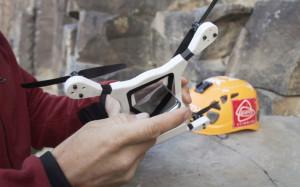 Создан чехол для iPhone, который превращает смартфон в дрон