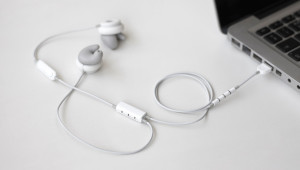Наушники, принимающие форму человеческого уха за минуту, стали сенсацией на Kickstarter