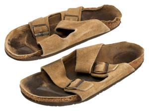 Старые сандалии Стива Джобса продали за 3 000 долларов