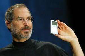 Благодаря чему Стив Джобс смог сделать продукцию Apple модной?