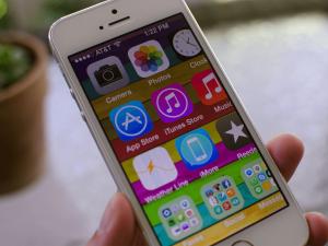 Что нужно делать, если iPhone завис в режиме «Увеличение»
