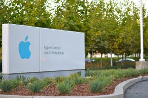 Apple массово сокращает сотрудников