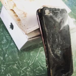 iPhone 7 впервые взорвался в руках у владельца