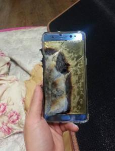 Одним фото: новый флагман Galaxy Note 7 взорвался во время зарядки