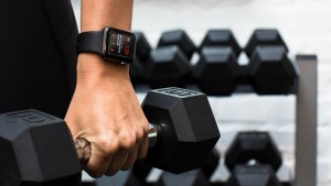 Компании в США раздают Apple Watch своим сотрудникам