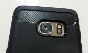 У Samsung Galaxy S7 трескается стекло камеры