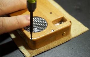 Мастер сделал чехол для iPhone из старой Motorola E398