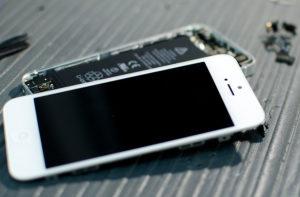 Apple блокирует закон, который позволил бы ремонтировать технику каждому желающему