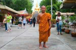 Буддийский монах украл iPhone из магазина
