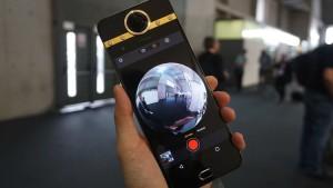 Представлен первый в мире смартфон с 360-градусной камерой