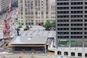 На крыше нового Apple Store в Чикаго разместили огромный ноутбук