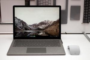 Журналисты протестировали клавиатуру Surface Laptop едой, потом и вином