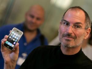 Юбилей iPhone: 10 лет с начала продаж первого смартфона Apple