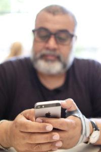 Известному журналисту пришлось отказаться от iPhone 7 Plus из-за болей в руке