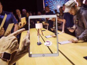 Тим Кук рассказал, почему в Apple не создают AR-очки