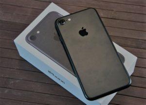 Apple будет бесплатно чинить iPhone 7