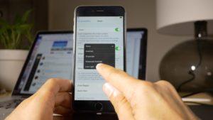 Как отключить автояркость в iOS 11?